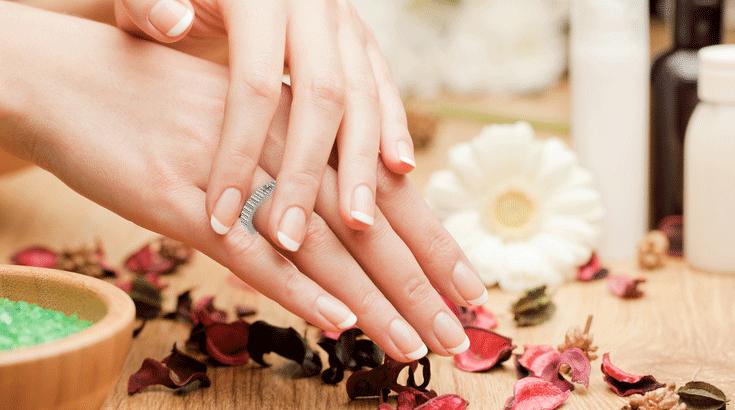 Schmuck-Ratgeber: Wie entfernt man einen festsitzenden Ring vom Finger?